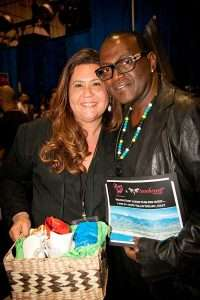 Backstage-gifting-TuscanBites-to-Randy-Jackson