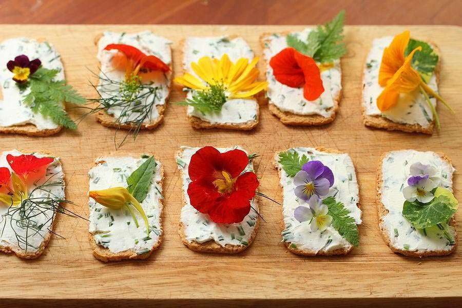 Decorating our foods with edible flowers makes simplicity rise to a higher level